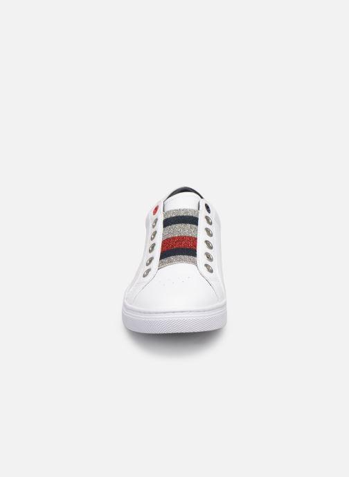 Baskets Tommy Hilfiger TOMMY ELASTIC ESSENTIAL SNEAKER Blanc vue portées chaussures