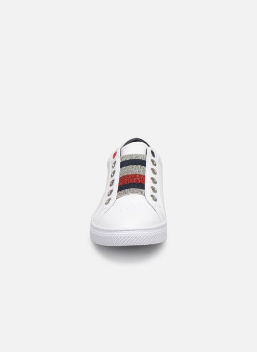 Baskets Tommy Hilfiger TOMMY ELASTIC ESSENTIAL SNEAKER Blanc vue portées chaussures