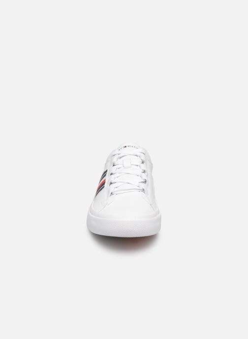 Baskets Tommy Hilfiger CORPORATE LEATHER LOW SNEAKER Blanc vue portées chaussures
