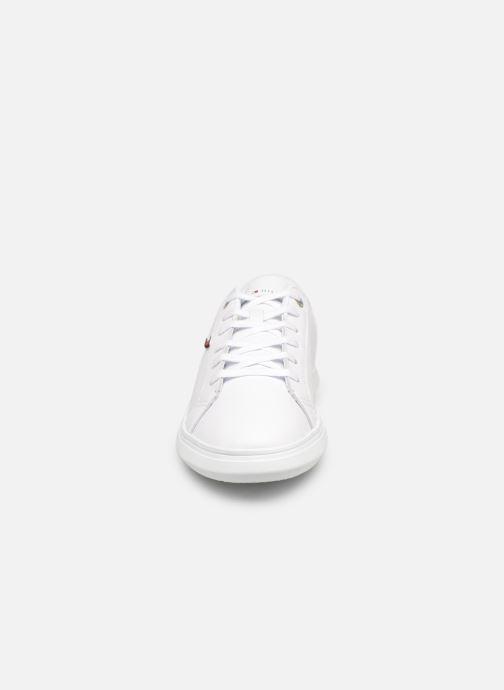 Baskets Tommy Hilfiger ESSENTIAL LEATHER CUPSOLE Blanc vue portées chaussures