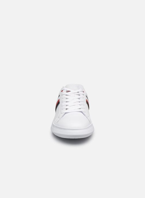 Baskets Tommy Hilfiger ESSENTIAL LEATHER CUPSOLE Blanc vue portées chaussures
