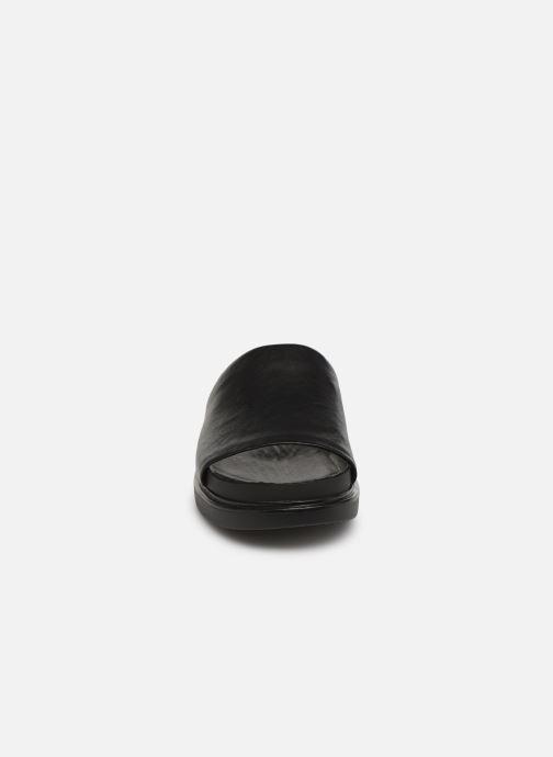 Zuecos Vagabond Shoemakers Erin 4532-001 Negro vista del modelo