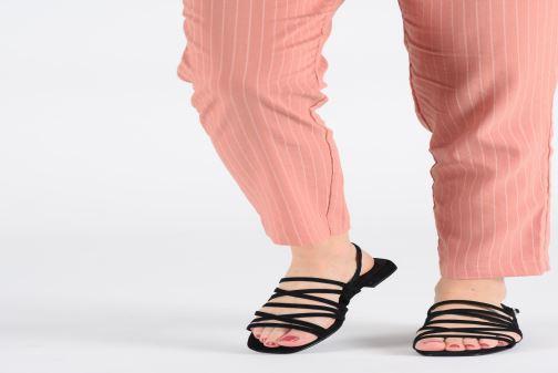 Sandales et nu-pieds Vagabond Shoemakers Becky 4715-140 Noir vue bas / vue portée sac