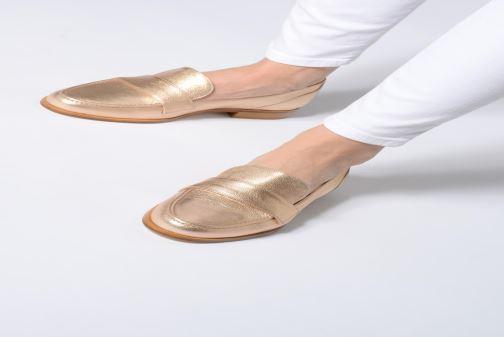 Slipper Anaki PISA gold/bronze ansicht von unten / tasche getragen
