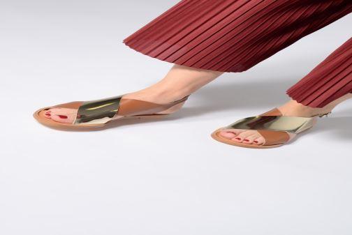 Sandales et nu-pieds Anaki AUSTIN Or et bronze vue bas / vue portée sac