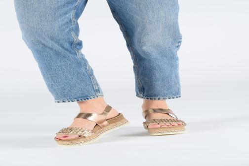 Sandales et nu-pieds Bullboxer 886028F2L Or et bronze vue bas / vue portée sac