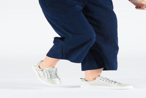 Sneaker Bullboxer 962063E5L weiß ansicht von unten / tasche getragen