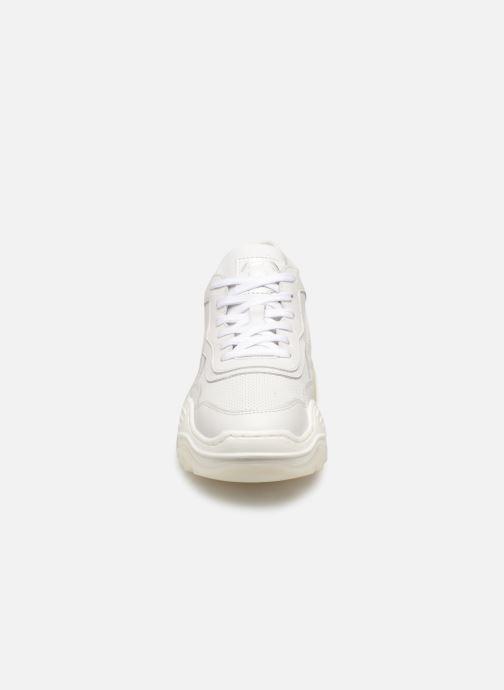 Baskets Bullboxer 893002E5L Blanc vue portées chaussures