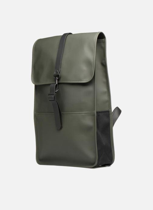 Rucksäcke Rains  Backpack grün schuhe getragen
