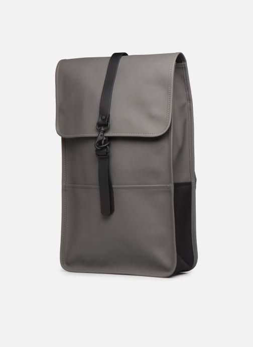 Zaini Rains  Backpack Grigio modello indossato