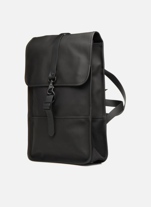 Mochilas Rains  Backpack Mini Negro vista del modelo