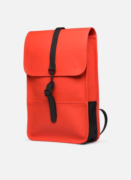 Mochilas Rains  Backpack Mini Rojo vista del modelo