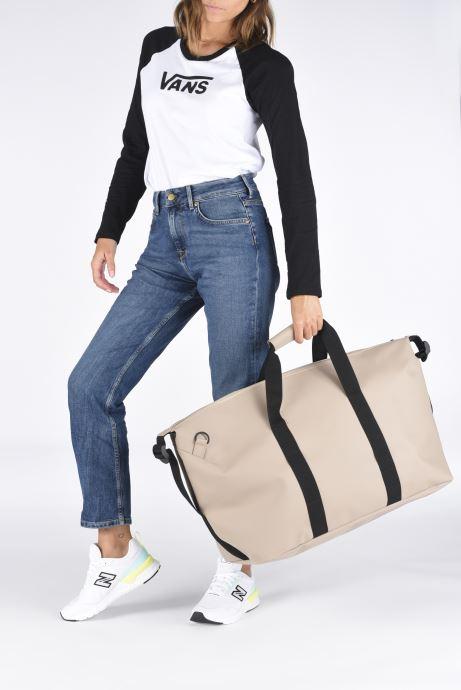 Reisegepäck Rains  Weekend Bag beige ansicht von unten / tasche getragen