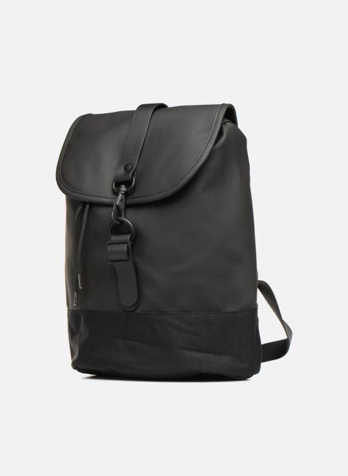 Zaini Rains  Drawstring Backpack Nero modello indossato