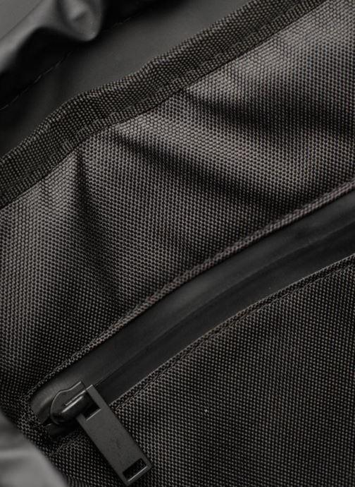 Ryggsäckar Rains  Drawstring Backpack Svart bild från baksidan