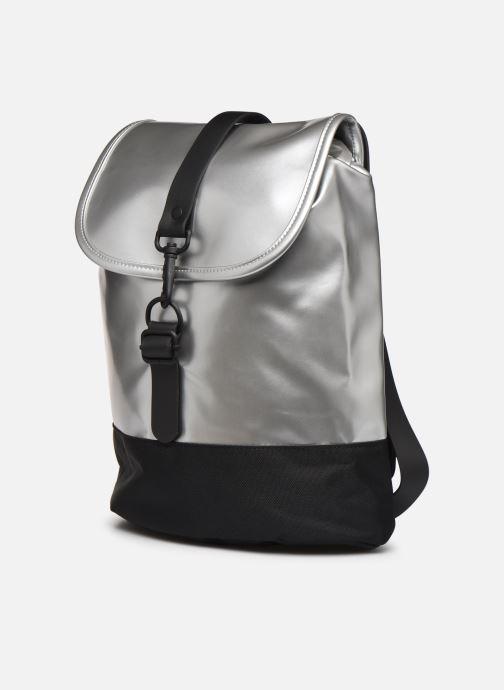 Mochilas Rains  Drawstring Backpack Plateado vista del modelo