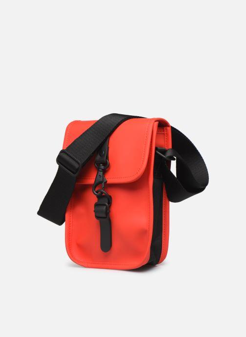 Petite Maroquinerie Rains  Flight Bag Rouge vue portées chaussures