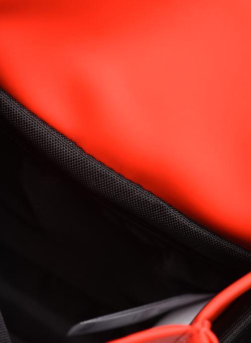 Kleine lederwaren Rains  Flight Bag Rood achterkant