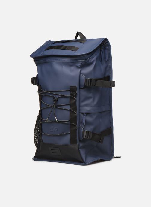 Rucksäcke Rains  Mountaineer Bag blau schuhe getragen