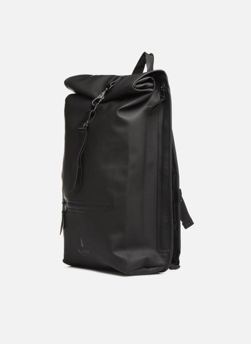Rucksäcke Rains  Roll Top Rucksack schwarz schuhe getragen