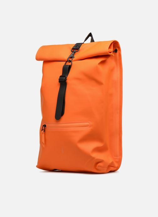 Rucksäcke Rains  Roll Top Rucksack orange schuhe getragen