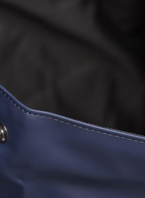Rucksäcke Rains  Roll Top Rucksack blau ansicht von hinten