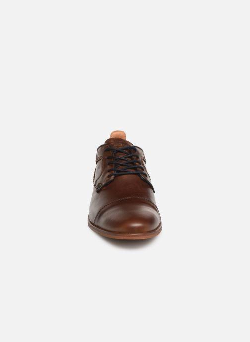 Zapatos con cordones Bullboxer 112K25230B Marrón vista del modelo