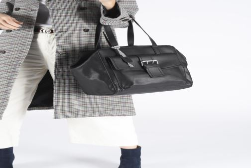 Handtaschen Esprit Marcie Shopper schwarz ansicht von unten / tasche getragen