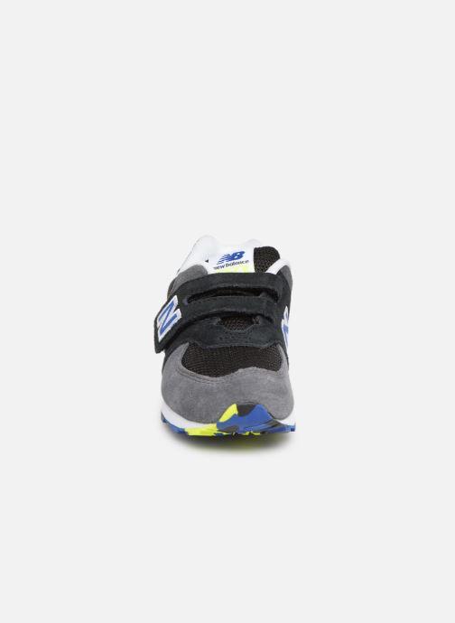 Sneaker New Balance IV574 schwarz schuhe getragen