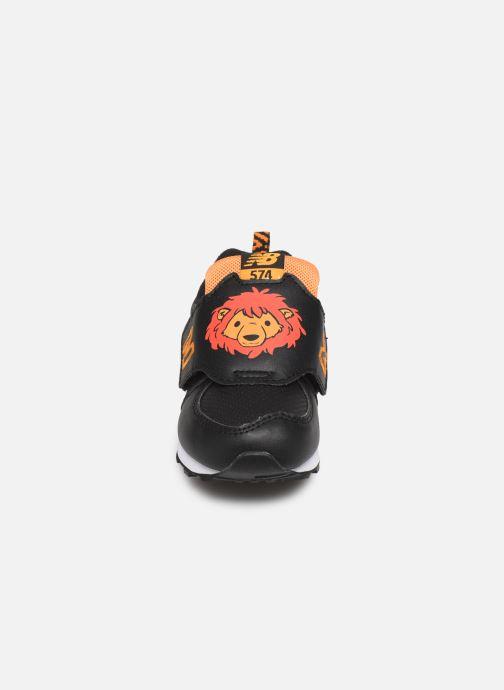 Baskets New Balance IV574 Noir vue portées chaussures