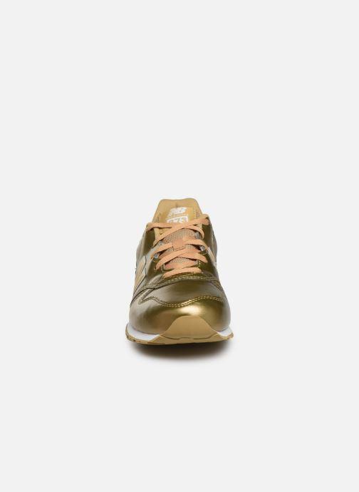 Baskets New Balance YC373 Or et bronze vue portées chaussures