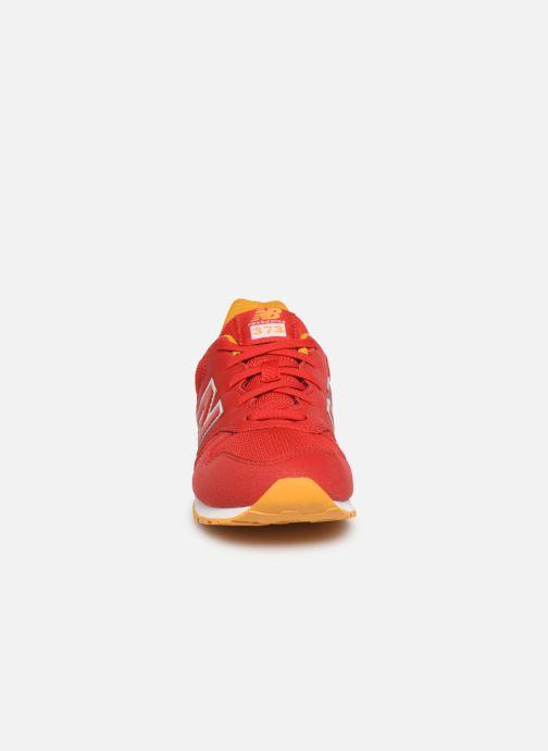 Baskets New Balance YC373 Rouge vue portées chaussures