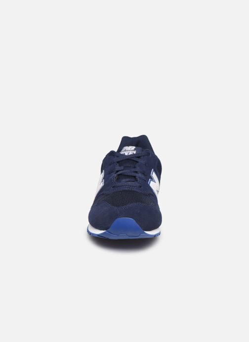 Sneakers New Balance YC373 Azzurro modello indossato