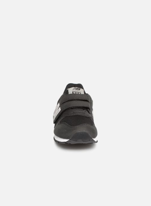 Sneaker New Balance YV373 schwarz schuhe getragen