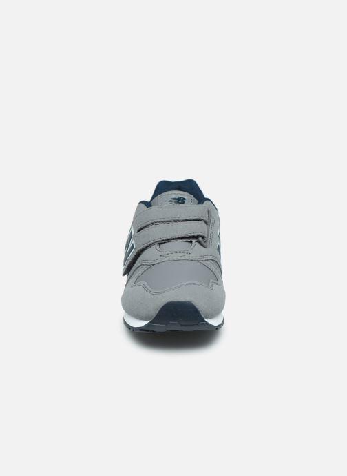 Baskets New Balance YV373 Gris vue portées chaussures