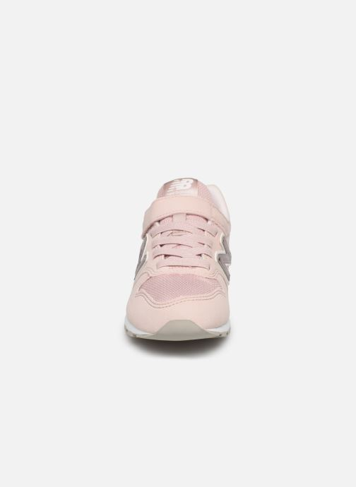 Baskets New Balance YV996 Rose vue portées chaussures