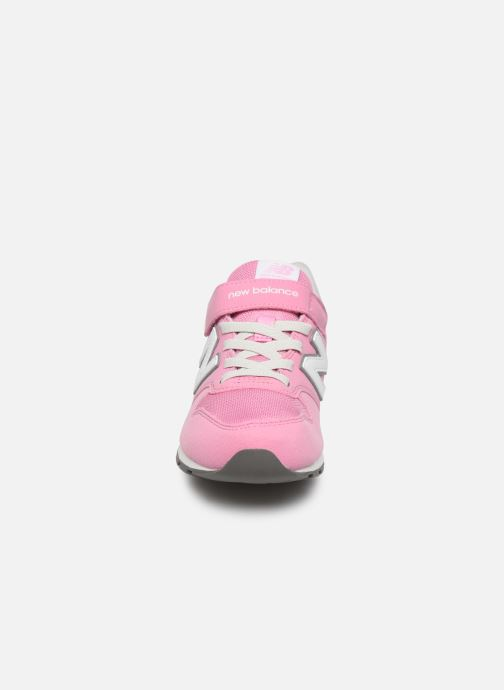 Sneakers New Balance YV996 Rosa modello indossato
