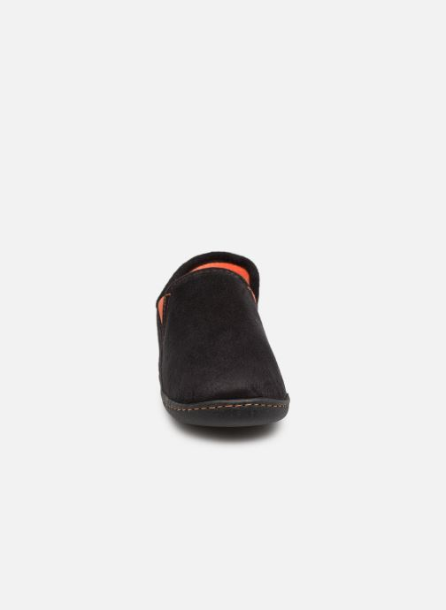 Slippers Isotoner Charentaise Suédine Black model view