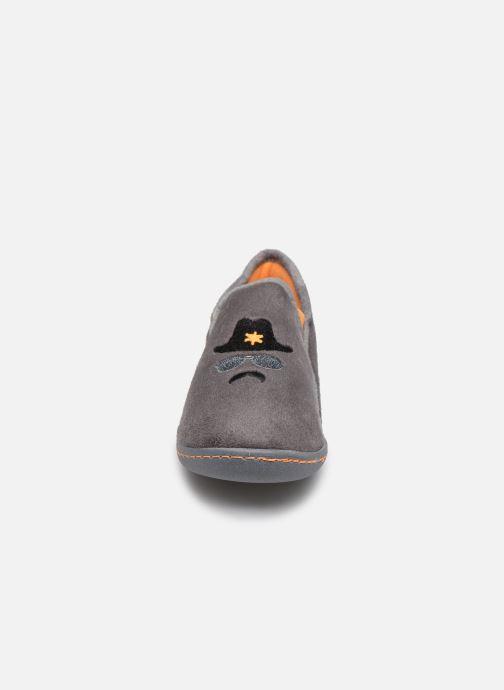 Hausschuhe Isotoner Charentaise Suédine grau schuhe getragen