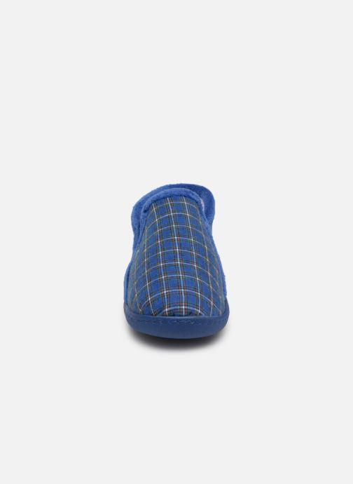 Chaussons Isotoner Mocassin V Bleu vue portées chaussures