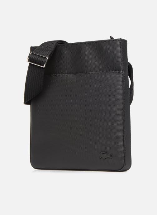 Sacs homme Lacoste MEN'S CLASSIC  FLAT CROSSOVER BAG Noir vue portées chaussures
