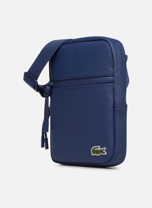 Sacs homme Lacoste L.12.12 S FLAT CROSSOVER BAG Bleu vue portées chaussures