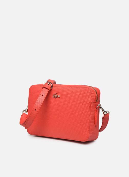 Sacs à main Lacoste CHANTACO CUIR SQUARE CROSSOVER BAG Rouge vue portées chaussures