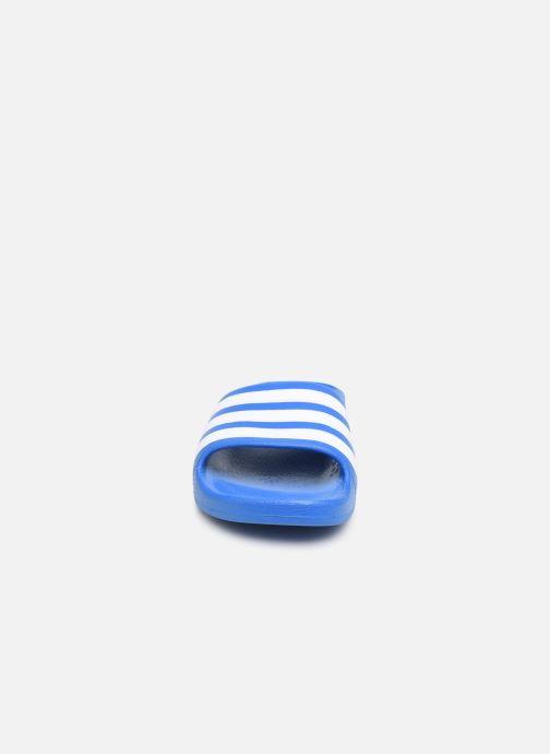 Sandales et nu-pieds adidas performance Adilette Aqua K Bleu vue portées chaussures