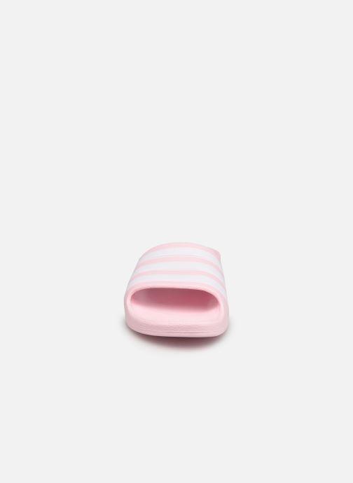 Sandales et nu-pieds adidas performance Adilette Aqua K Rose vue portées chaussures