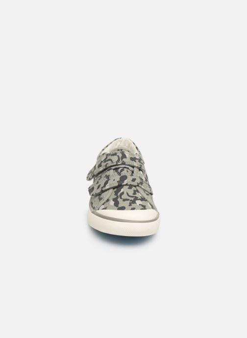 Sneakers Start Rite Bounce Grigio modello indossato