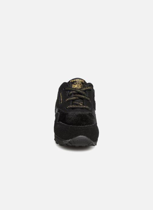 Baskets Reebok Cl Nylon I Noir vue portées chaussures