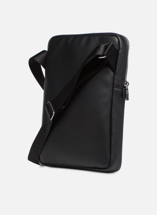 Herrentaschen Lacoste GAEL M FLAT CROSSOVER BAG schwarz ansicht von rechts