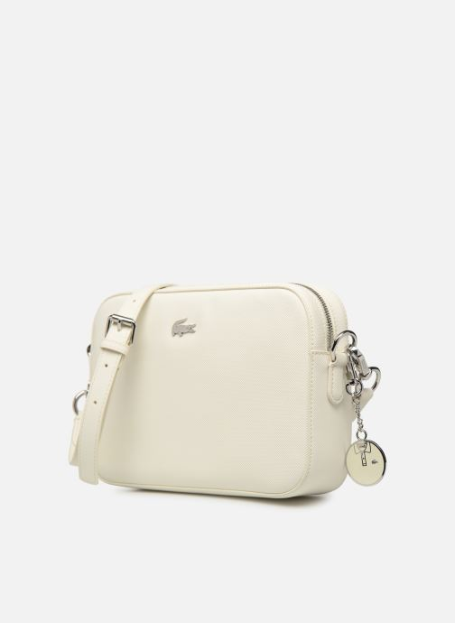Sacs à main Lacoste DAILY CLASSIC SQUARE CROSSOVER BAG Blanc vue portées chaussures