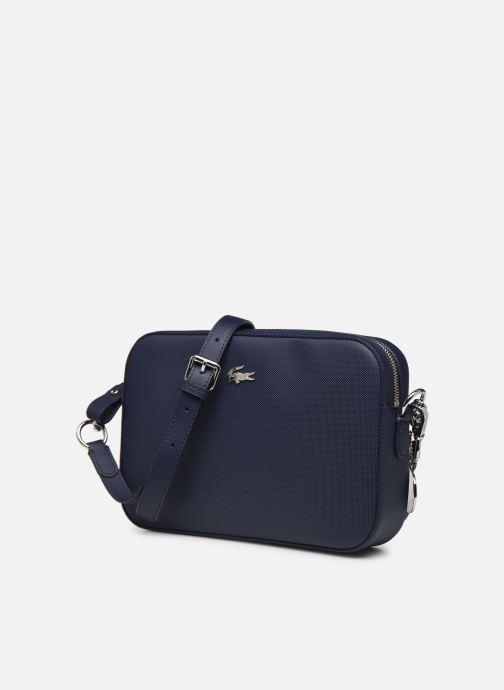 Sacs à main Lacoste DAILY CLASSIC SQUARE CROSSOVER BAG Bleu vue portées chaussures
